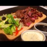 リブフィンガーのレアステーキ 2種のソース